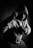 Misdadiger die met een kap probleem zoeken Stock Foto's
