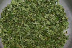 Mise à feu rôtie de casserole de feuilles de thé Photographie stock libre de droits