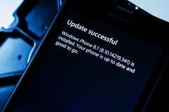 Mise à jour de Microsoft Lumia au nouveau système d'exploitation Image libre de droits