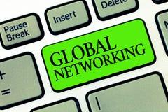 Mise en réseau globale des textes d'écriture de Word Concept d'affaires pour le réseau de transmission qui enjambe la terre entiè illustration de vecteur