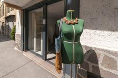 Mise sur pied devant la boutique window_horizontal Images libres de droits