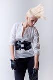 Miserabeles blondes schönes Art und Weisemädchen Lizenzfreie Stockfotografie
