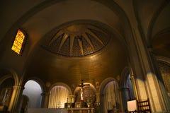 Misión Dolores San Francisco de la cruz del altar de la basílica Foto de archivo libre de regalías