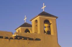 Misión o pueblo en la puesta del sol en Taos New México Imagen de archivo libre de regalías