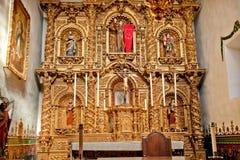 Misión San Juan Capistrano de la capilla de Serra del altar Imagen de archivo libre de regalías