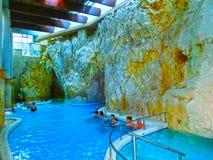Miskolc Ungern - Januari 03, 2016: Grotta med termiskt vatten - naturliga SPA i Ungern på Miskolc Arkivfoto