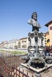 Mislukking van Benvenuto Cellini op de brug Ponte Vecchio in Florenc stock foto's