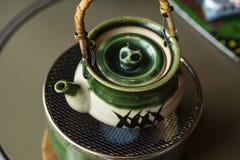 Misosuppe auf Teekanne Japnese-Artsuppe stockfoto