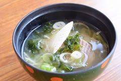 Misosuppe mit Kamm-Muscheln Lizenzfreie Stockbilder