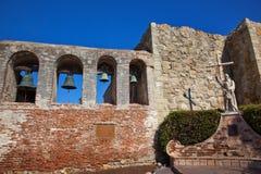 Missão San Juan Capistrano da estátua de Serra do pai Imagem de Stock