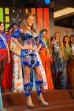 Miss Costa Rica som slitage den nationella dräkten Arkivfoto