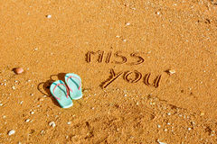 Miss dig, ord som är skriftliga i sanden på stranden Royaltyfri Fotografi
