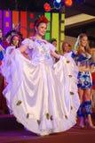Miss El Salvador som slitage den nationella dräkten Royaltyfria Bilder