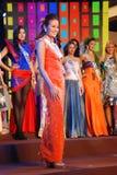 Miss Hong Kong som slitage den nationella dräkten Fotografering för Bildbyråer