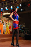Miss Mongoliet som slitage den nationella dräkten Royaltyfria Foton