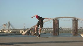 Missat skateboardingjippo stock video