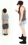 Missbräuchlicher Babysitter oder ältere Schwester Lizenzfreie Stockfotografie