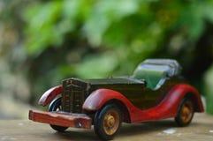 missbrukat som tappning för toy för pojkebilfotograf Royaltyfri Fotografi