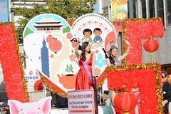 Misser Taiwanese America op de Economische en Culturele het Bureauvlotter van Taipeh bij de Chinese het Nieuwjaarparade van Los A royalty-vrije stock foto