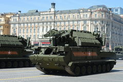 Missile antiaérien tactique tor-Ðœ2У complexe à la répétition du défilé Photographie stock