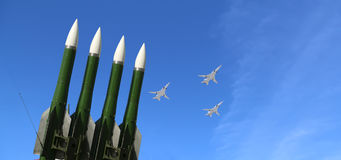 Missili contraerei russi moderni e ærei militari Immagini Stock Libere da Diritti