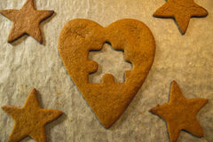 The missing piece - Gingerbread heart jigsaw-puzzle Royalty Free Stock Photos