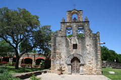 Mission Espada VII. Frontal view Old Mission Espada, the smallest mission. front yard and priest housing. well in foreground Royalty Free Stock Photos