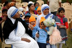 Free Missionaries Of Charity With The Orphan Royalty Free Stock Photography - 134529397