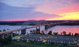 Mississippi River och soluppsättning Arkivfoto