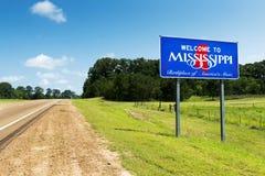 Mississippi statligt välkommet tecken längs USA-huvudvägen 61 i USA Fotografering för Bildbyråer