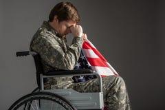 Missmodigt ungt amerikanskt lidande för militär man från minnen Royaltyfri Bild