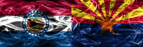 Missouri contra las banderas coloridas del humo del concepto de Arizona colocadas de lado a lado imagen de archivo libre de regalías