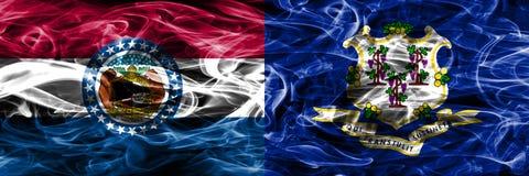 Missouri contra las banderas coloridas del humo del concepto de Connecticut colocadas de lado a lado fotos de archivo