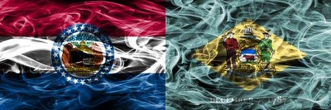 Missouri contra las banderas coloridas del humo del concepto de Delaware colocadas de lado a lado foto de archivo libre de regalías
