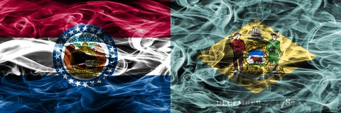 Missouri gegen Konzept-Rauchflaggen Delawares die bunten nebeneinander gesetzt lizenzfreies stockfoto