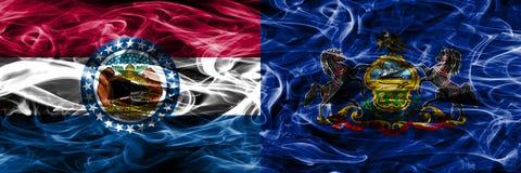 Missouri gegen Konzept-Rauchflaggen Pennsylvanias die bunten nebeneinander gesetzt lizenzfreie stockfotografie