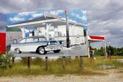 Missouri, /States unido - cerca de 2016 - quadro de avisos da estrada do roadisde com o automóvel de 55 Chevy pintado nele Foto de Stock