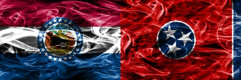 Missouri vs Tennessee pojęcia dymu kolorowe flagi umieszczająca strona strona - obok - obrazy royalty free