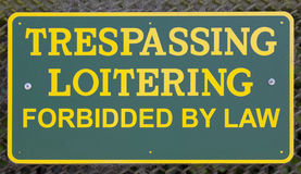 Misspelling on NO TRESPASSING Sign. Royalty Free Stock Photos