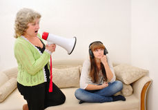 Missverständnis der Mutter und der Tochter Stockbild