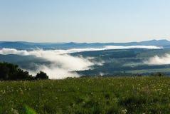 Mist in de bergen van de Kaukasus Stock Afbeelding
