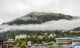 Mist die de bergbossen in zwart-wit behandelen Royalty-vrije Stock Afbeelding