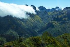 Mist i bergen i norden av ön av madeiran Royaltyfri Bild