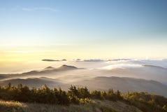 Mist op de berg Stock Afbeeldingen