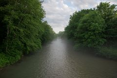 Mist op de rivier stock foto's