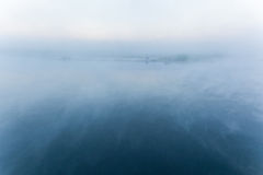 Mist op de rivier Stock Afbeelding