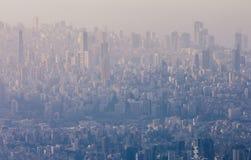 Mist over de stad van Beiroet Stock Foto