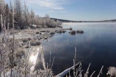 Mist over het meer Royalty-vrije Stock Foto's