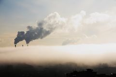 Mist over industriële stad. Royalty-vrije Stock Foto