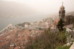 Mist täckt Kotor och Sts Mary kyrka Arkivbild